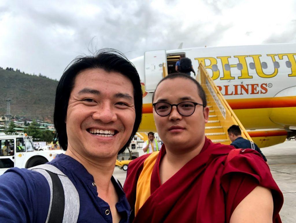 Nguyễn Thành An và Thầy chủ trì tại Bhutan