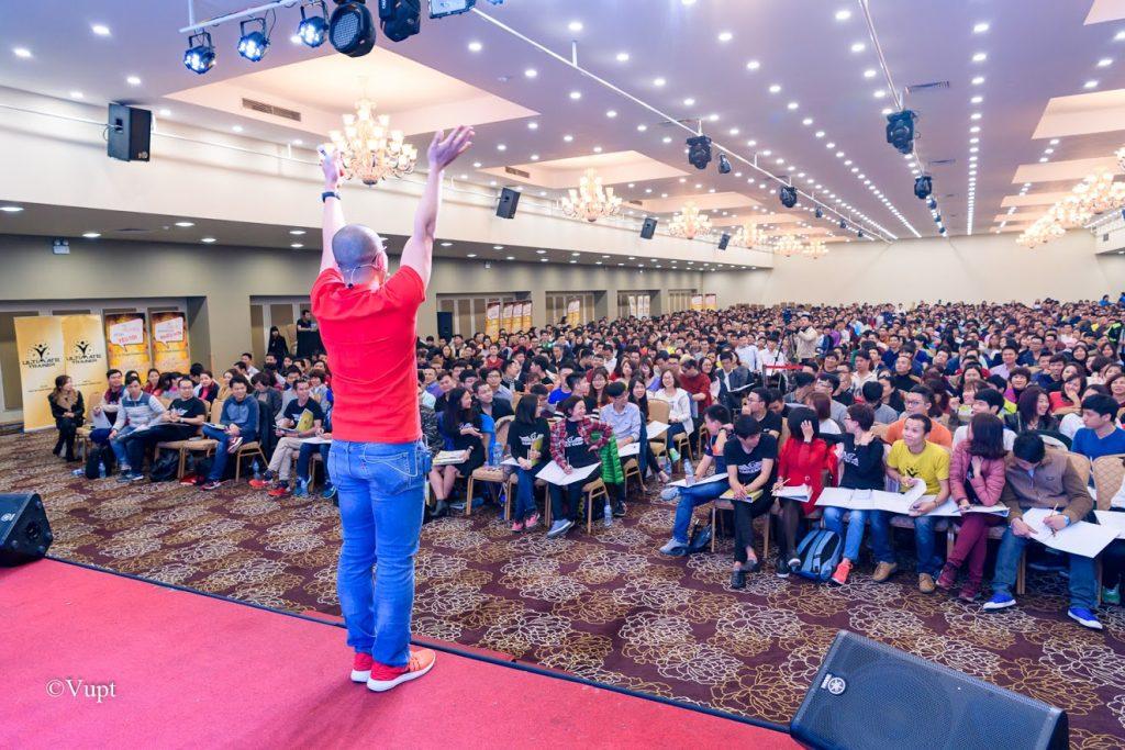 Lớp học Đánh thức sự giàu có với hàng ngàn người của Phạm Thành Long